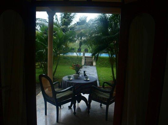 Shangri-Lanka Villa: Terrasse vue de la chambre
