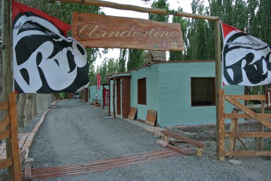 Clandestino Cabanas