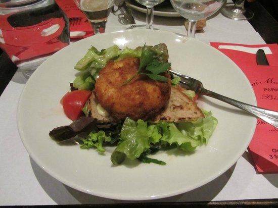 Gai Moulin Bistro : Сыр с тостом и салатом
