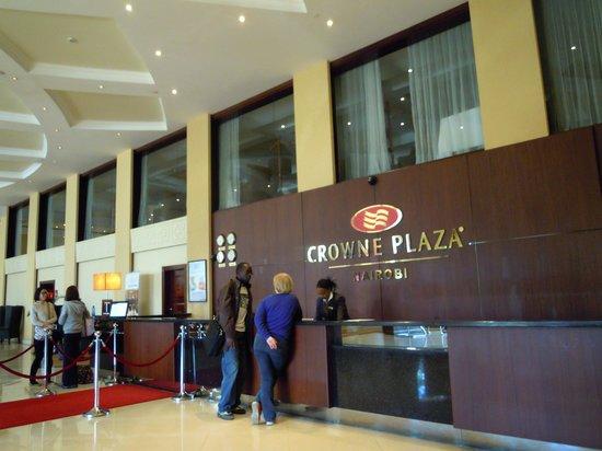 Crowne Plaza Hotel Nairobi: レセプションのスタッフは笑顔で仕事も早い!