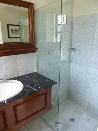 Royal Exhibition Hotel : Bathroom at the Royal Exhibition
