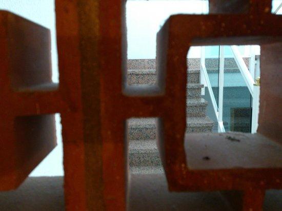 Hotel Playasol Maritimo : Room window / delightful view of reception stairway