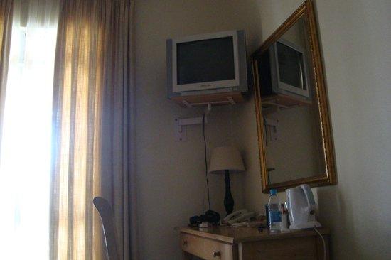The Benjamin: TV in the room