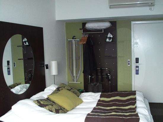 Hotel Europa: Comfortable bed room.