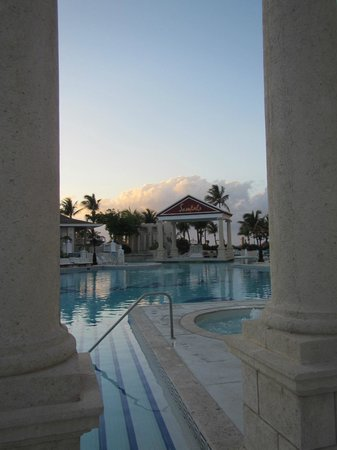 Sandals Royal Bahamian Spa Resort & Offshore Island: Piscina