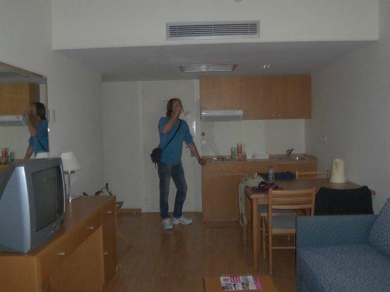 Angela Suites + Lobby: cucina
