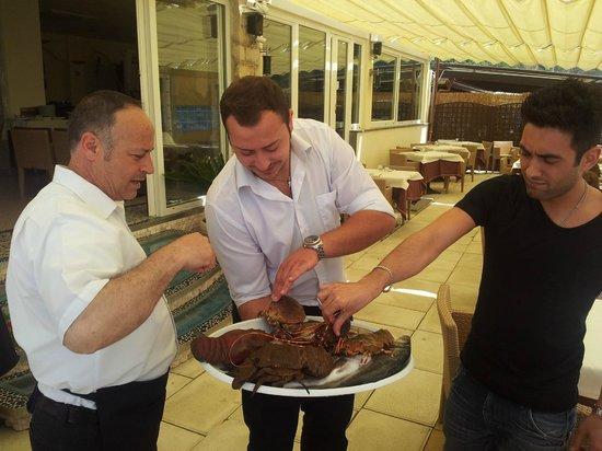 Gabbiano Beach: Présentation du poisson frais