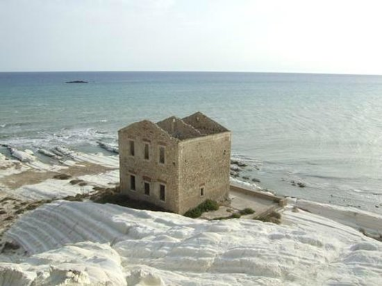 Riserva Naturale di Punta Bianca: punta bianca dall'alto