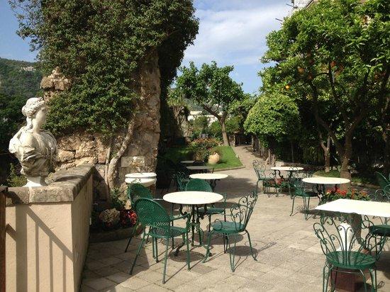 Antiche Mura Hotel : Breakfast terrace near pool area