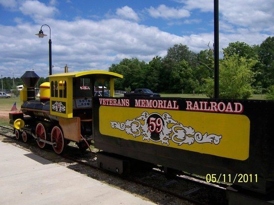 Veterans Memorial Railroad: Veterans Railroad engine 59