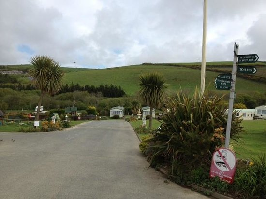 Sun Haven Valley Country Holiday Park: It is a pretty valley setting