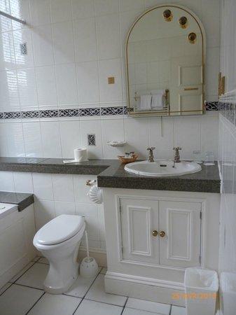 The Courtlands Hotel: lavabo et produits
