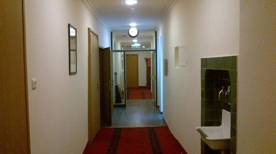 Smart Stay Hotel Station: Hallway