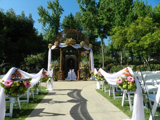 Westlake Village Inn: Tuscan Gardens