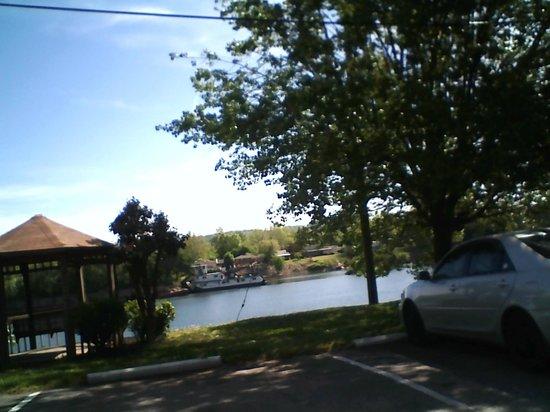 Americas Best Value Inn - St. Albans / South Charleston: Lovely riverview