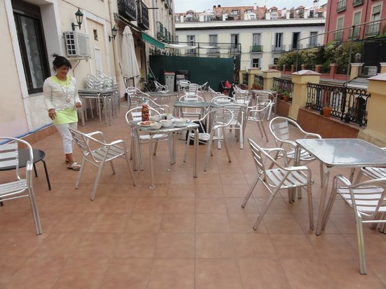 Barbieri Sol Hostel: hostel terras - nice and spacious - in the centre of Madrid !!!