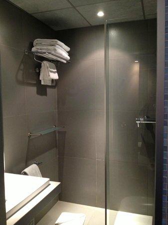 Hotel du Cadran Tour Eiffel : shower