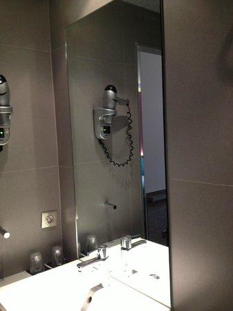 Hotel du Cadran Tour Eiffel : Bathroom