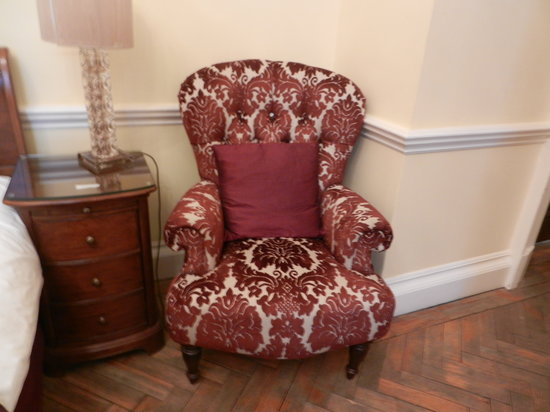 St Giles House Hotel: Nice chair by bed