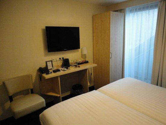 Hotel Iron Horse: camera n.210 - scrivania e armadio