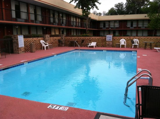 Days Inn Port Royal/Near Parris Island: Pool they said was Hazardous & closed @ Days Inn Port Royal