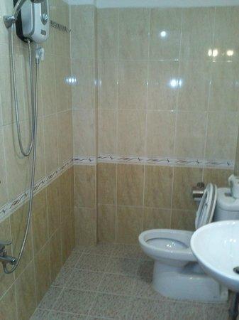 Khoi 2 Hotel: Baño