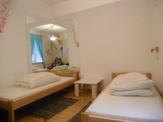 Pogo Hostel: Twin room.