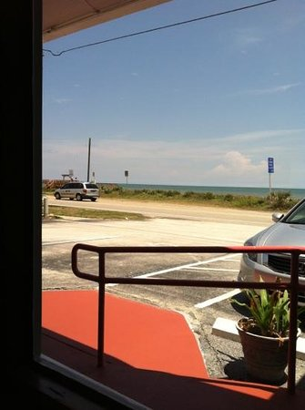 Betty's A1A Cafe: Loved my view with lunch