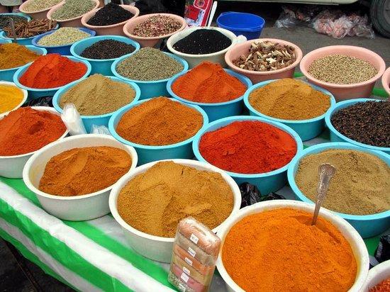Playa Sidi Mehrez, Túnez: Mercato delle spezie a Midoun