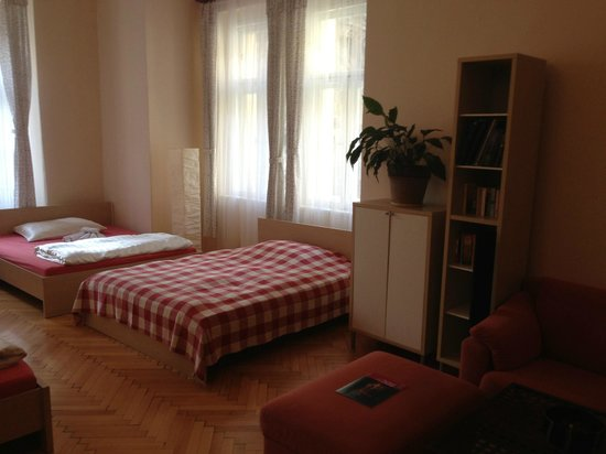 Apartments Tynska 7: beds