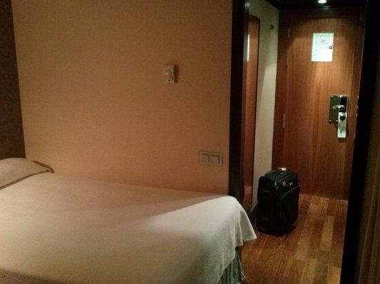 NH Madrid Balboa : Entrada a la habitación