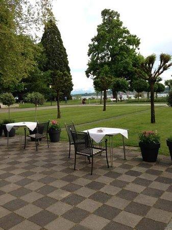 Bad-Hotel: Blick von der Terrasse zum Bodensee