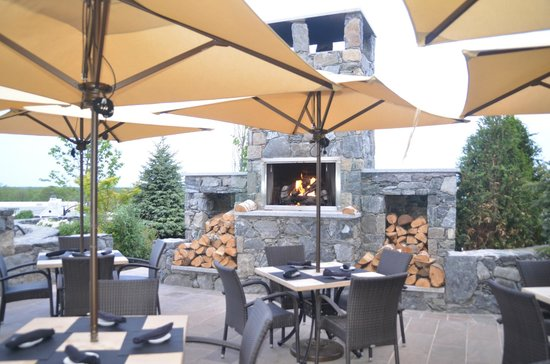 Chapel Grille: Skyline room looking at the fireplace.