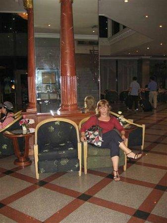 Royal Benja Hotel: reception