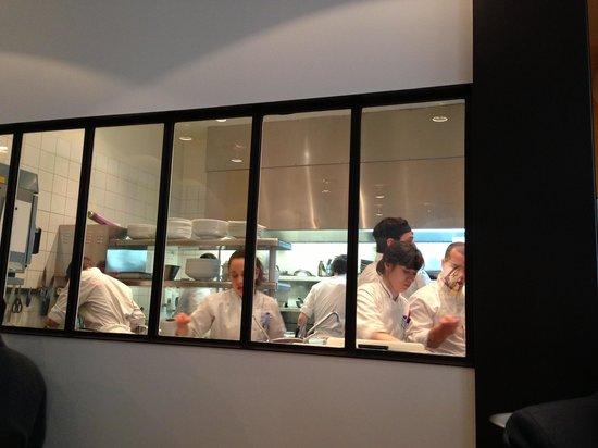 Cuisine aquarium ze kitchen galerie picture of ze for Ze kitchen galerie paris france
