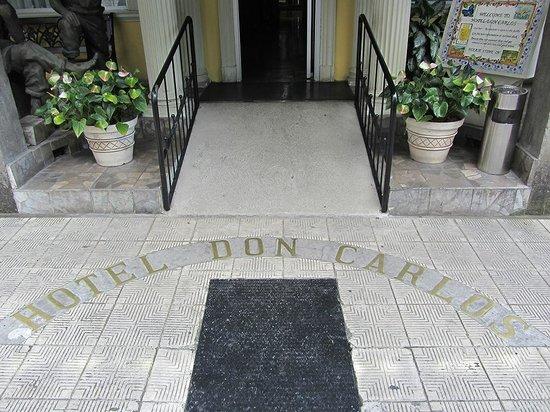 Hotel Don Carlos: Hotel Entry