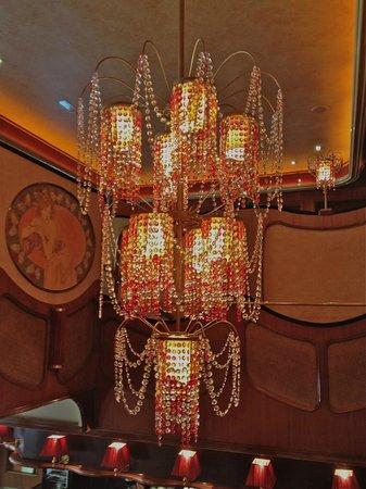 Le Madeleine 7 : Beautiful chandelier inside ~