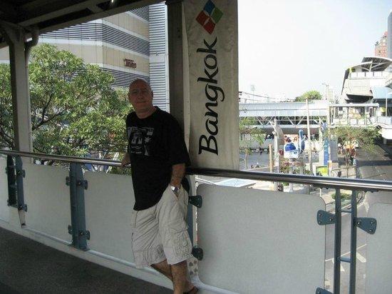 Royal Benja Hotel: in the city
