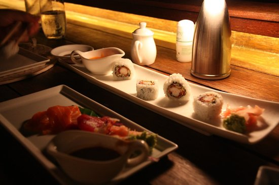 Four Seasons Resort Bora Bora: Sushi at Sunset Bar