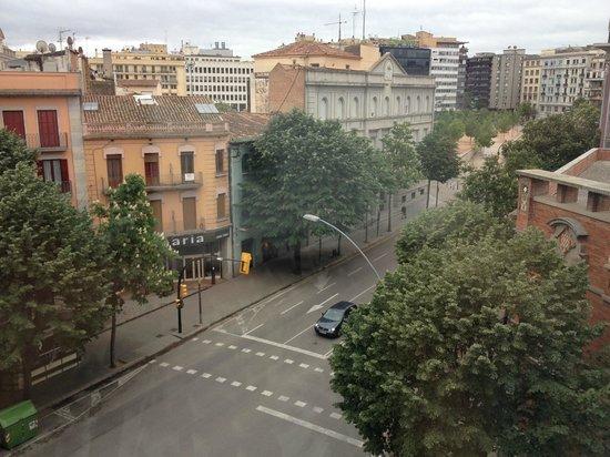 Hotel Ultonia Girona: Вид из окна номера 404