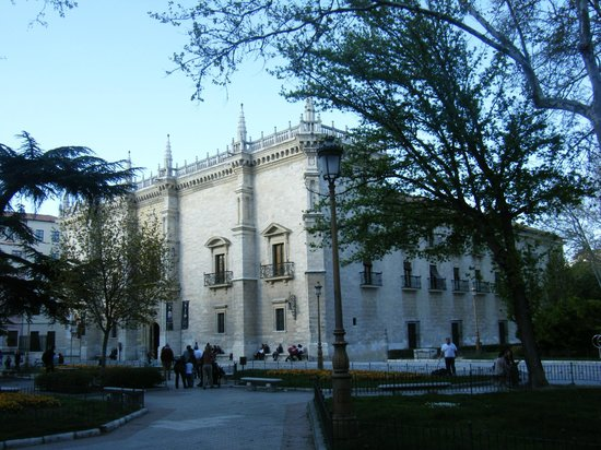 Fundación Alberto Jiménez-Arellano Alonso: Palacio de Santa Cruz