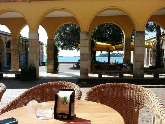 Gelateria Pinguino Giallo: View from the table overlooking the water.