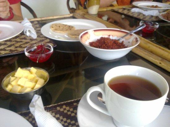 Villa Sunshine : Ausgiebiges landestypisches Frühstück