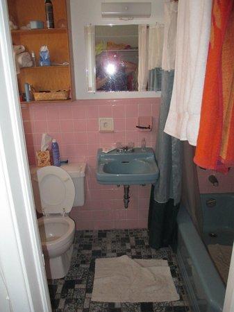 Castle by the Sea : bathroom
