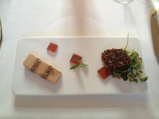 Le Sélys : foi gras avec de petits morceaux de noisettes, gelée au vin blanc, et petit brûlé de caramel