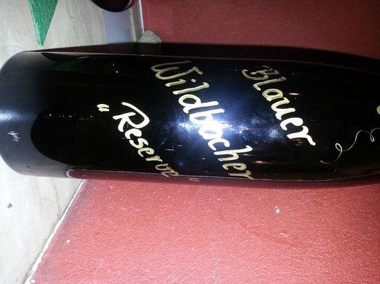 Landhauskeller: Weinflasche Vorderseite