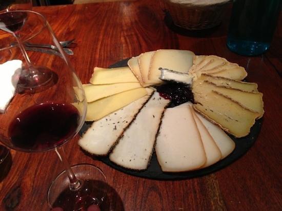Aux Quatre Coins du Vin : Assiette de fromages