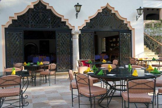 Hotel & Bungalows Mayaland: Le restaurant et sa terrasse