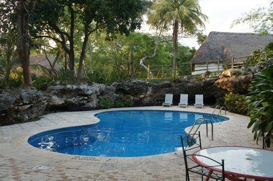 Hotel & Bungalows Mayaland: Petite piscine bien cachée