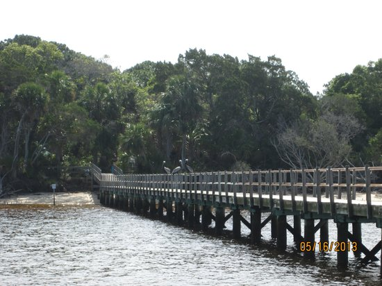 Tidewater Tours: Old pier, remains of brick building